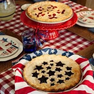 Nordic Ware Vykrajovátko na koláč - hvězdičky a třešně