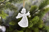 Anděl na zavěšení bílo-stříbrný 9,5 cm