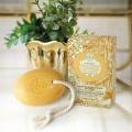 Zlaté mýdlo - 0,01g 24 karátového zlata Nesti Dante 150g na provázku